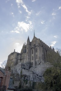 Looming Mont-Saint-Michel